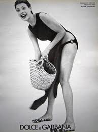 A Classic, Fashionable Straw Tote (Linda Evangelista)