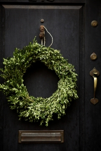 The Elegance & Simplicity Of A Christmas Wreath